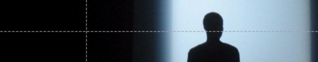 Schadow van een persoon in lichtval