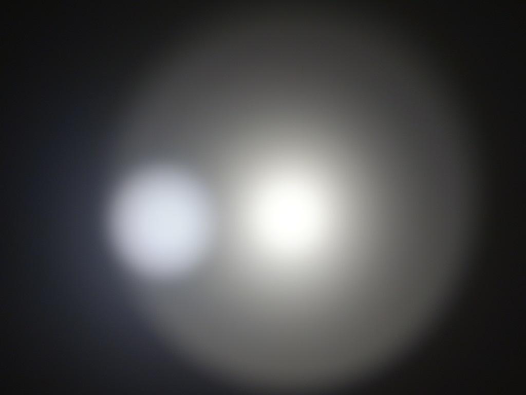 twee lichtbundels met een diffuse straling eromheen