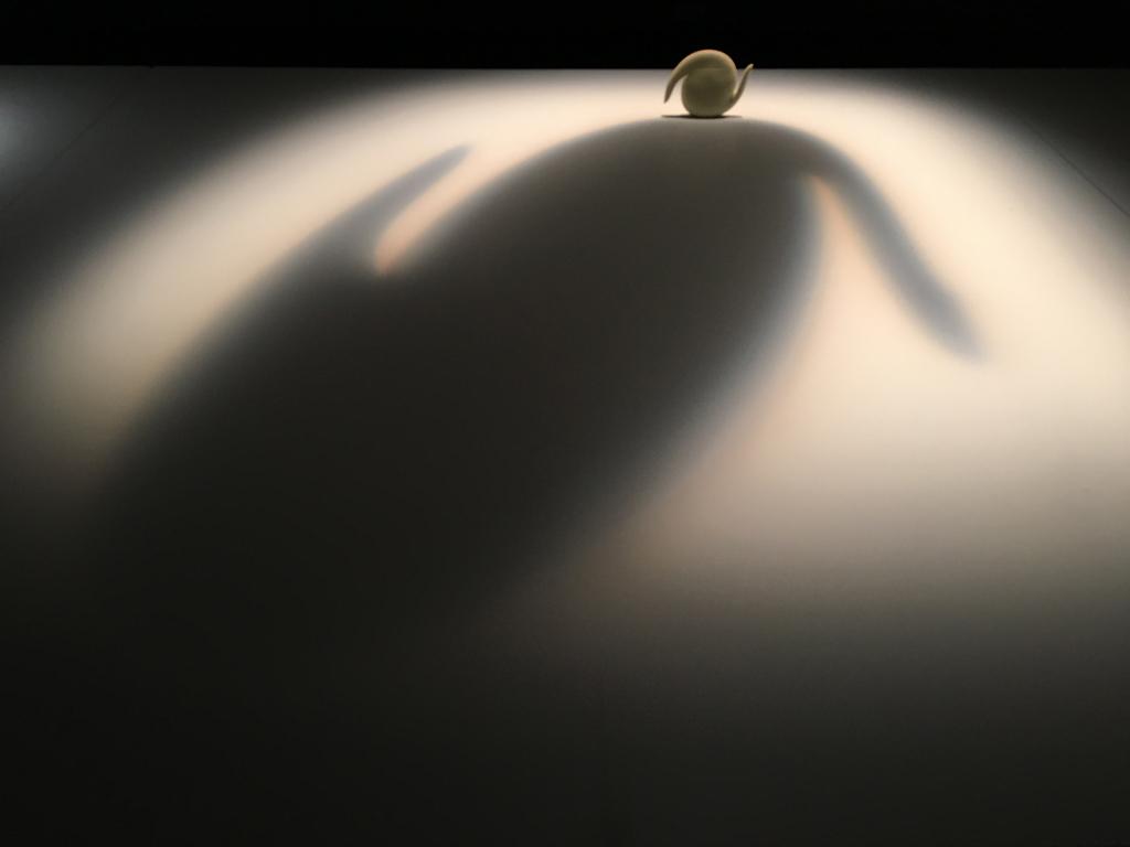 licht op theepot van Aldo Bakker